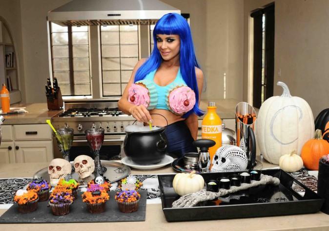Carmen Electra : ultra sexy dans son costume de Katy Perry !