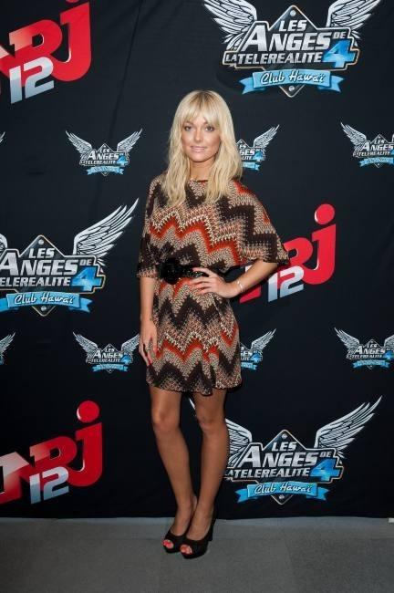 Caroline Receveur lors de la conférence de presse des Anges de la Télé-Réalité 4 : Club Hawaï à Paris, le 30 mars 2012.