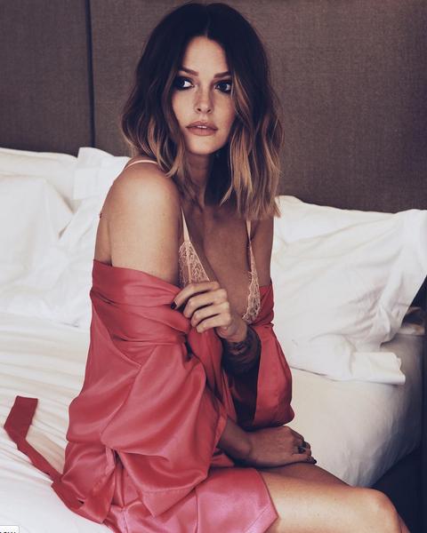 Photos : Caroline Receveur fait grimper la température en lingerie sexy !
