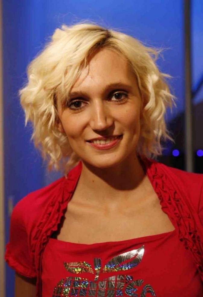 Sandra Chtiot' Nenette (Loft Story, saison 2) ... Prête à retrouver ses ex biloutes du Loft ?