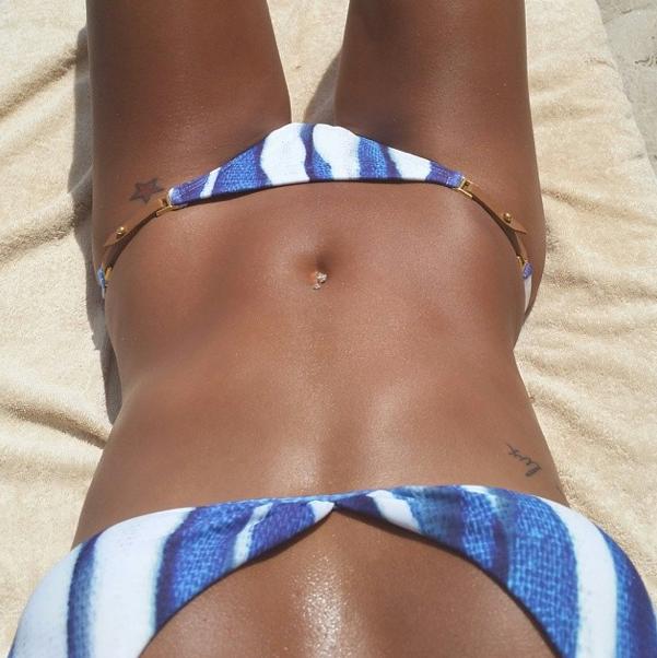 Photos : Cassie : la bombesque girlfriend de P. Diddy se dévoile hot en bikini !