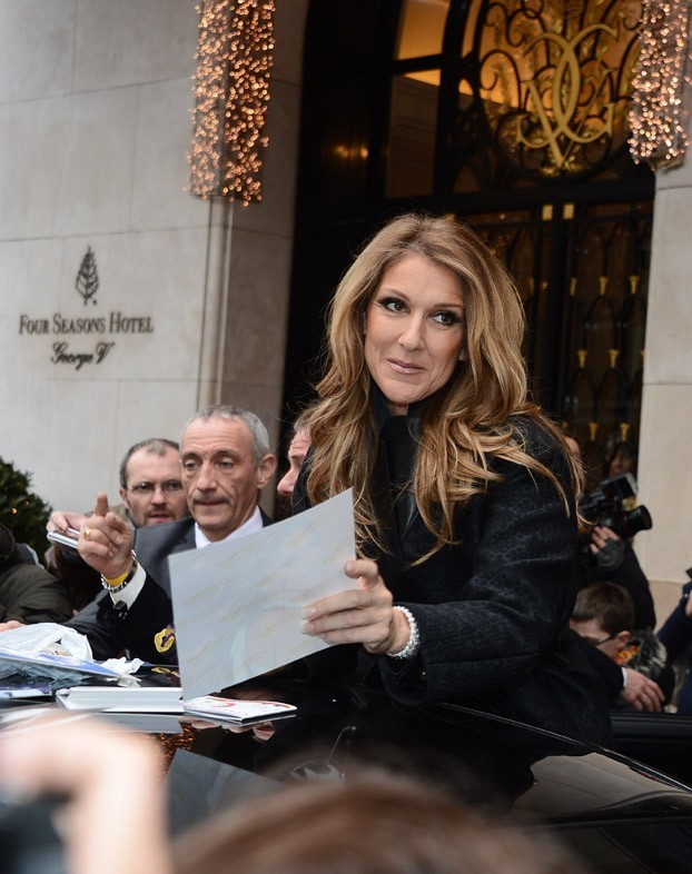 Céline Dion à la sortie du George V, à Paris, le 24 novembre 2012
