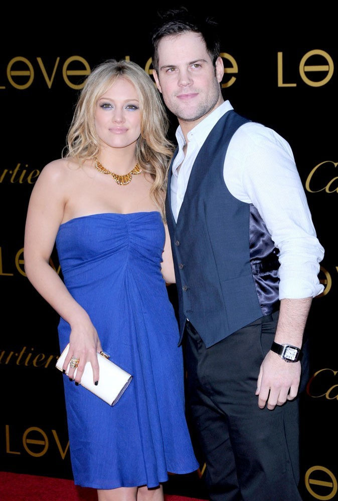 Hilary Duff est en couple avec Mike Comrie
