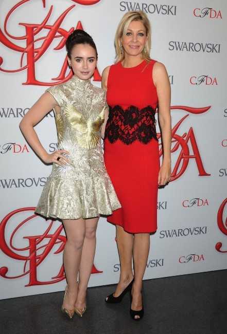 Lily collins et Nadja Swarovski lors des CFDA Fashion Awards à New York, le 4 juin 2012.