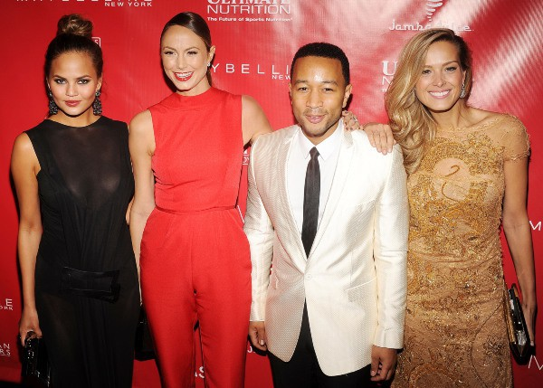 "Chrissy Teigen, Stacy Keibler, John Legend et Petra Nemcova lors de la soirée ""Shape & Men's Fitness Super Bowl Kickoff Party"" à New York, le 31..."