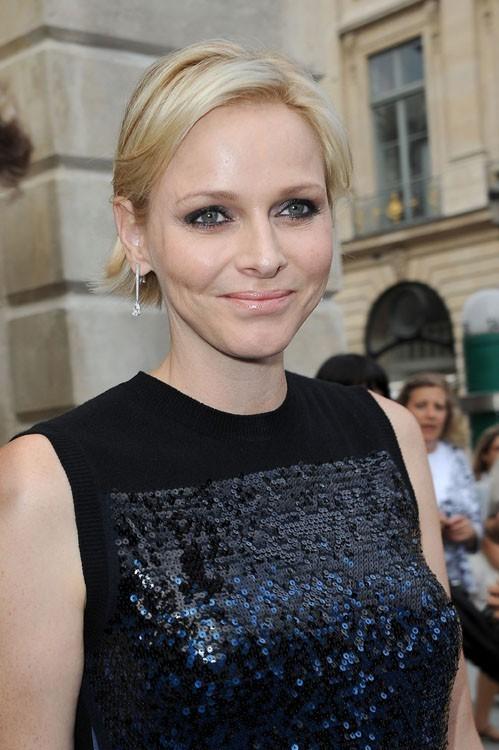 Charlène de Monaco à l'ouverture de la boutique Louis Vuitton de la place Vendôme le 3 juillet 2012