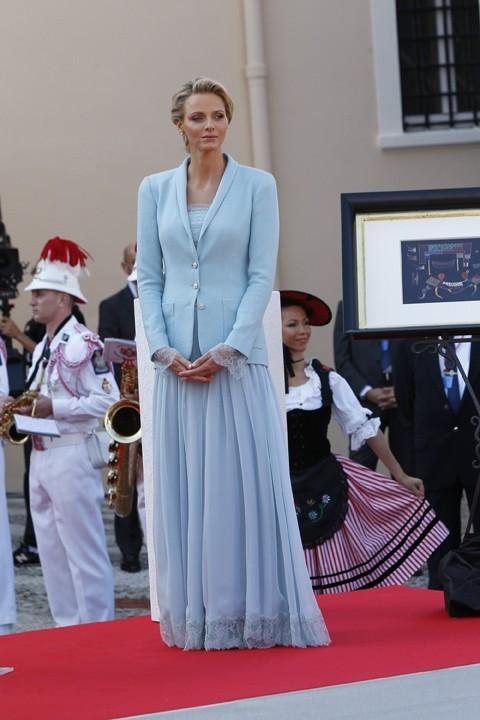 Une photo qui permet d'admirer la tenue de Charlène : vous aimez ?