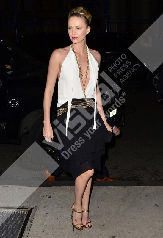 Charlize Theron se rendant au restaurant Cipriani à New York, le 28 novembre 2011.