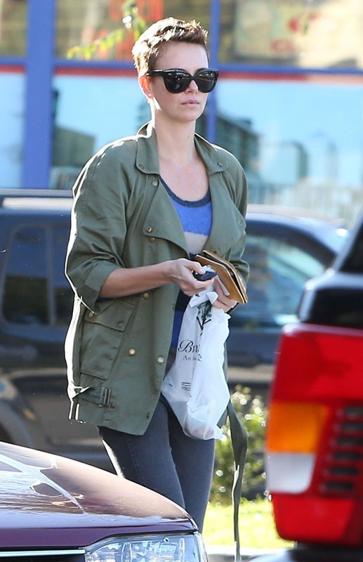 Charlize Theron va faire ses courses à Los Angeles