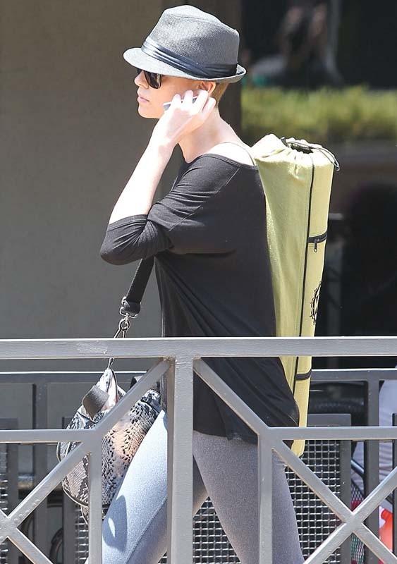 Charlize Theron dans les rues de LA