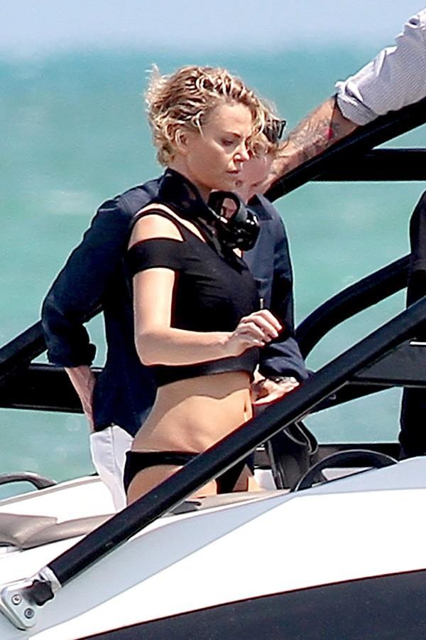 Charlize Theron en plein shooting en Floride le 19 mars 2014