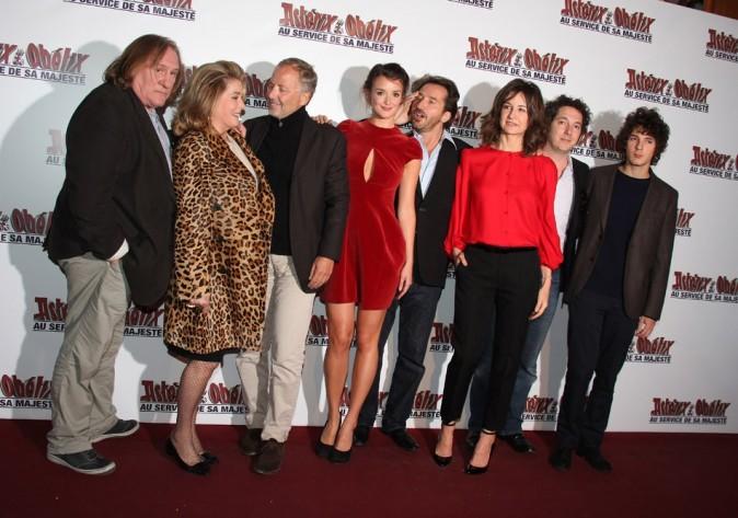 Charlotte Le Bon et toute l'équipe du film le 30 septembre 2012 à Paris
