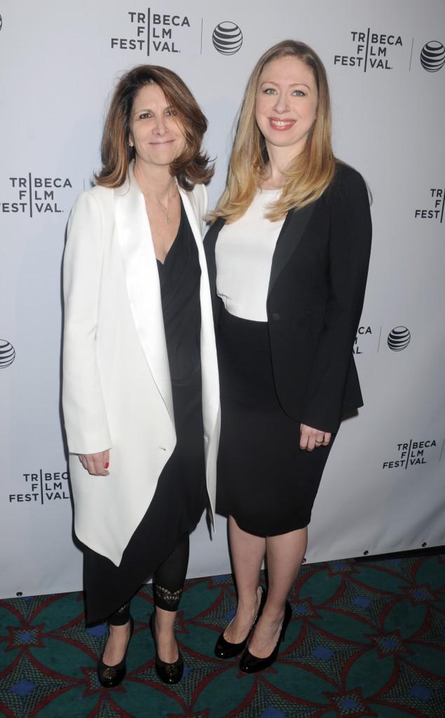 Linda G. Mills et Chelsea Clinton lors du Festival du Film de Tribeca, le 17 avril 2014.