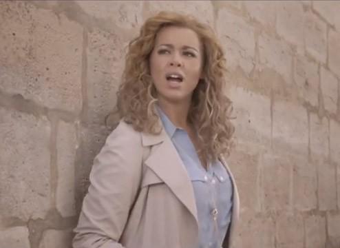 """Chimène Badi dans le clip de """"Elle vit"""""""
