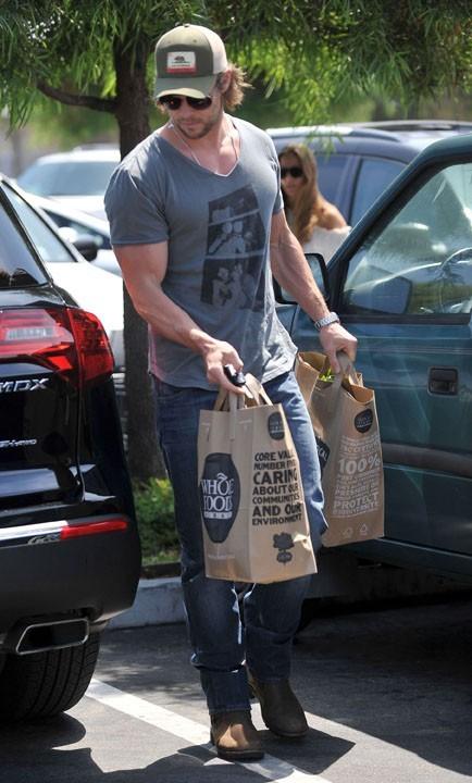 Thor est trop fort, il porte les courses !