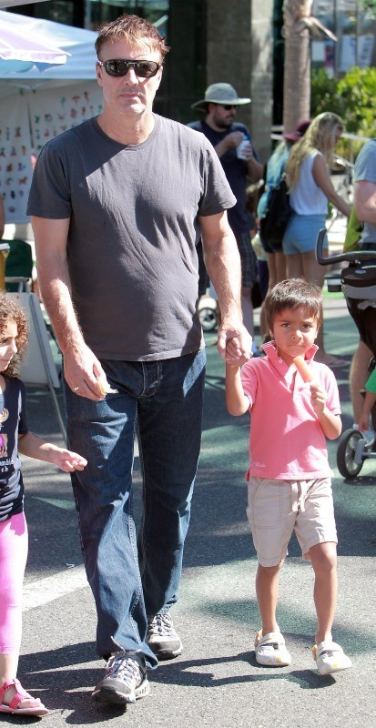 Chris Noth en famille le 14 octobre 2012 à Los Angeles