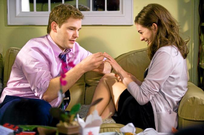 2009, Il joue le boyfriend d'Anne Hathaway dans Meilleures Ennemies, un flm de nanas où il passe inaperçu.