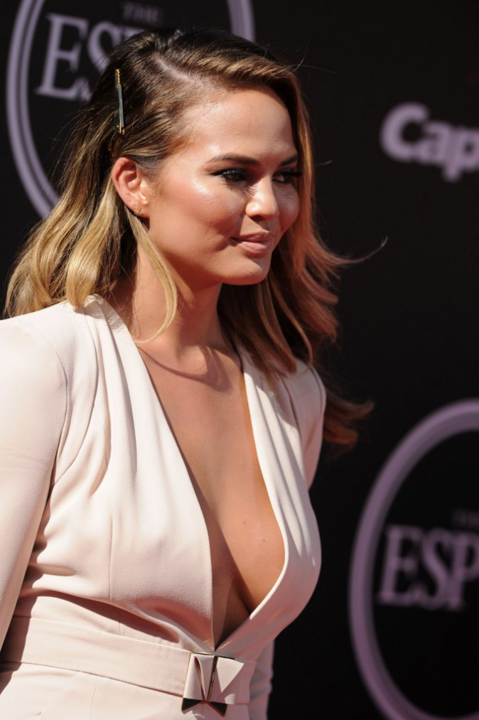 Photos : Chrissy Teigen : alerte à la bombe aux ESPY Awards !