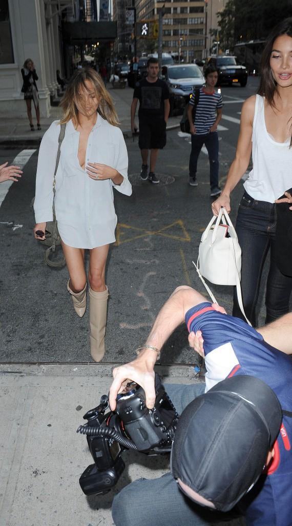 Chrissy Teigen et Lily Aldridge dans les rues de New York le 30 juillet 2014