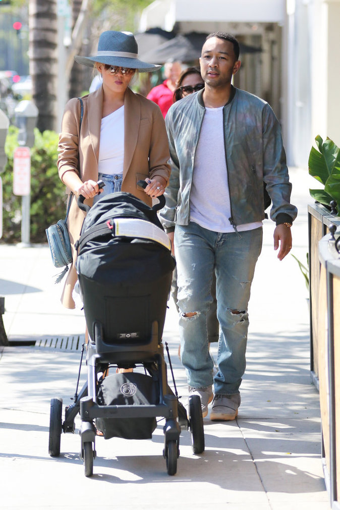 Photos : Chrissy Teigen et John Legend : Sortie en famille sous le soleil de la Californie !