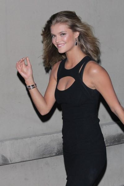 Nina Agdal en promo à Hollywood, le 17 février 2014.