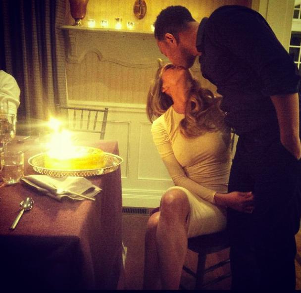 Chrissy Teigen : pour son anniversaire, son mari partage un adorable cliché d'elle plus petite !