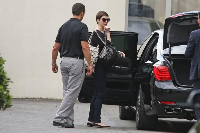 Anne Hathaway le 21 juillet 2012 à l'aéroport du Bourget