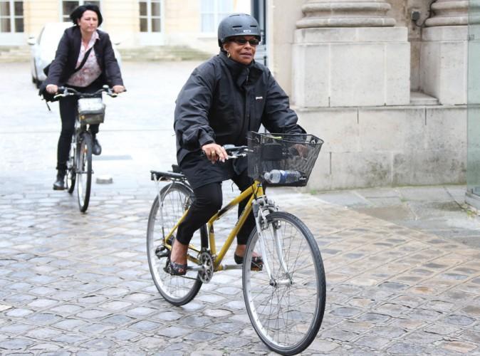 Christiane Taubira : en plein remaniement, elle quitte Matignon à vélo après avoir vu Manuel Valls !