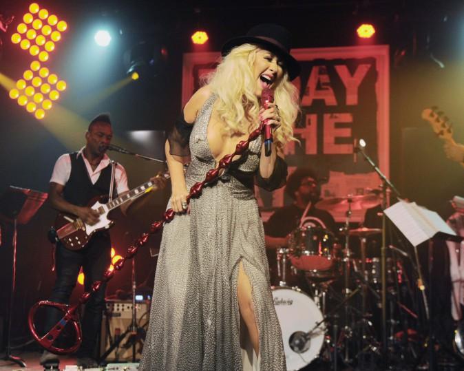 Photos : Christina Aguilera : après le topless, le méga décolleté... pour la bonne cause !