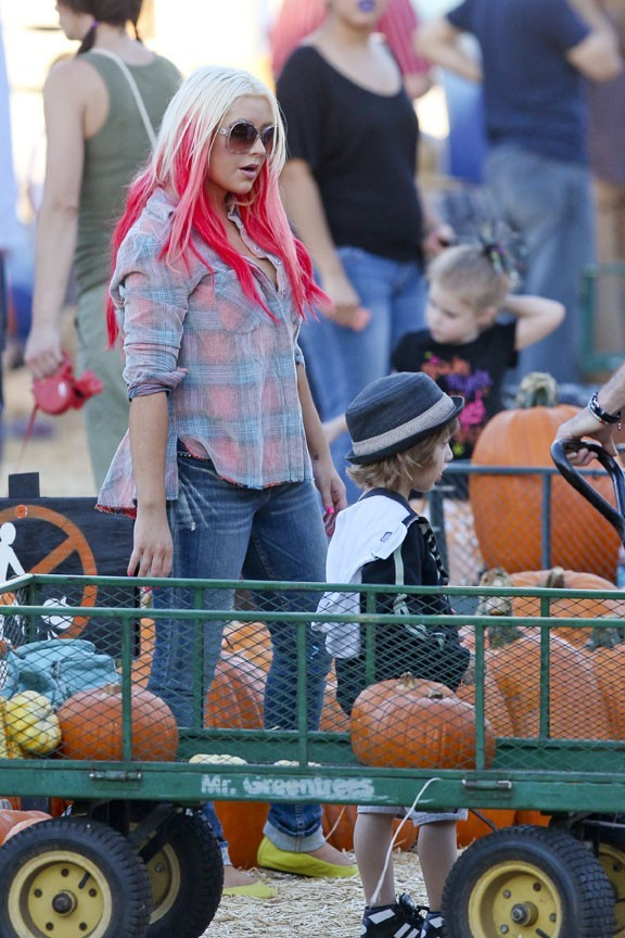 Christina Aguilera chez Mr. Bones Pumpkin Patch dans la banlieue de Los Angeles le 14 octobre 2012