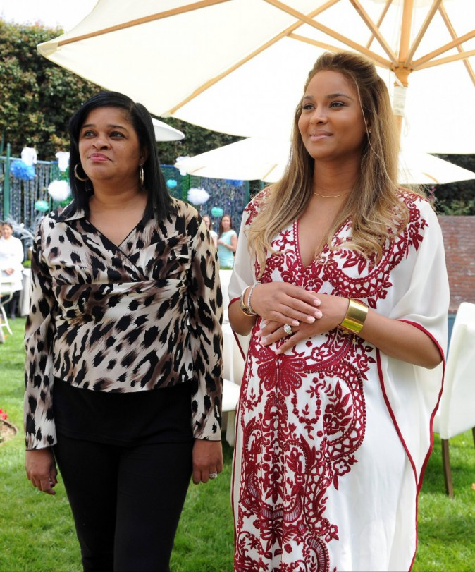 Ciara et sa mère Jackie lors de sa baby shower à West Hollywood, le 22 mars 2014.