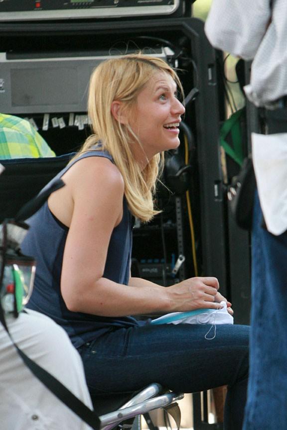 Claire Danes avec son fils Cyrus sur le tournage d'Homelannd à Charlotte le 10 juillet 2013