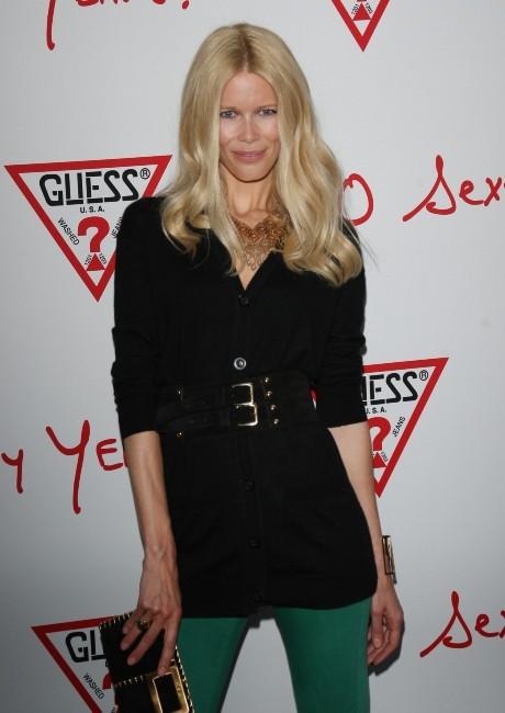 Claudia Schiffer lors des 30 ans de la marque Guess à Paris, le 3 mai 2012.