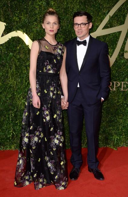 Clémence Poésy et Erdem Moralioglu lors de la soirée The British Fashion Awards, le 2 décembre 2013.