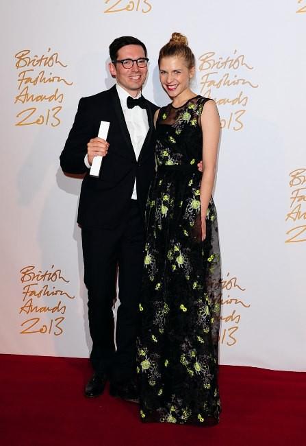 Erdem Moralioglu et Clémence Poésy lors de la soirée The British Fashion Awards, le 2 décembre 2013.