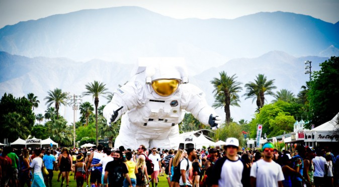 L'astronaute XXL : la mascotte du festival - Coachella JOUR 1