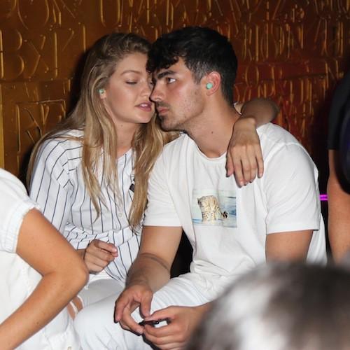 Photos : Cody Simpson ? Gigi Hadid l'oublie avec Joe Jonas !