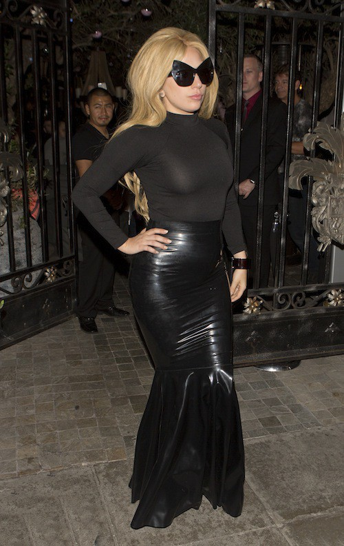 Photos : comme Kim Kardashian, Lady Gaga passe aux tops ultra moulants et au latex !