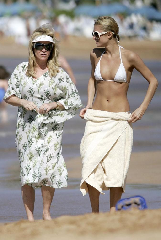 Photos : leçon n°4 pour briller à la plage : être toujours plus hot que sa voisine comme Paris !