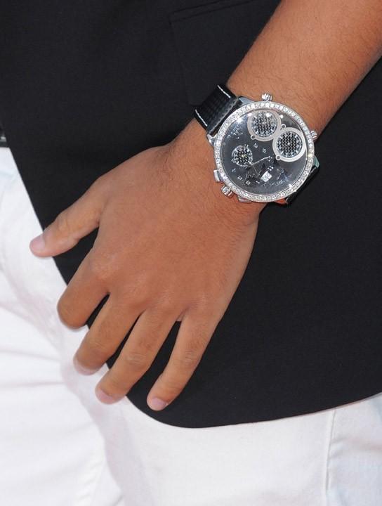 16 ans et déjà la grosse montre qui brille !