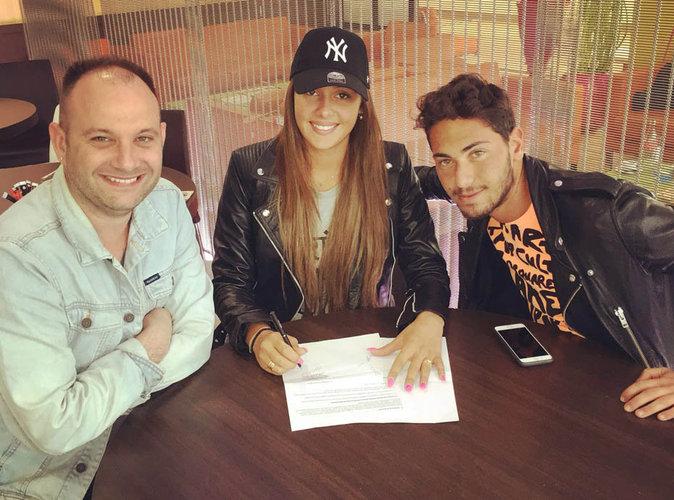 Coralie signe son contrat aux côtés de Michael Bizet et Wesley de Holyweed Paris!
