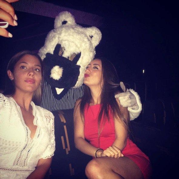 Coralie Porrovecchio passe des vacances entre amies