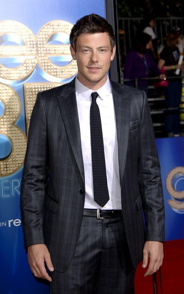 Cory Monteith, élégant en costume !