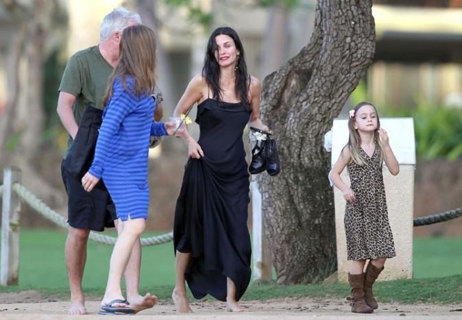 Courteney Cox et sa fille Coco à Hawaï pour le tournage de Cougar Town, le 27février 2011.