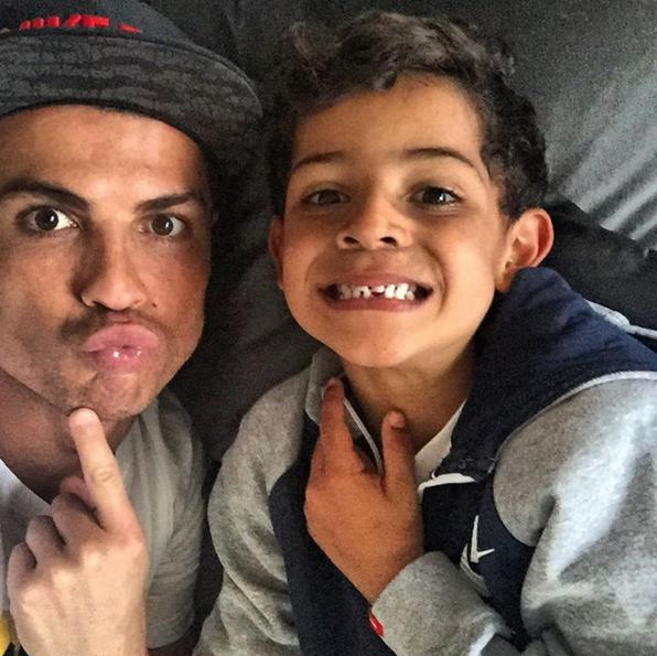 Photos : Cristiano Ronaldo : sa famille d'abord !