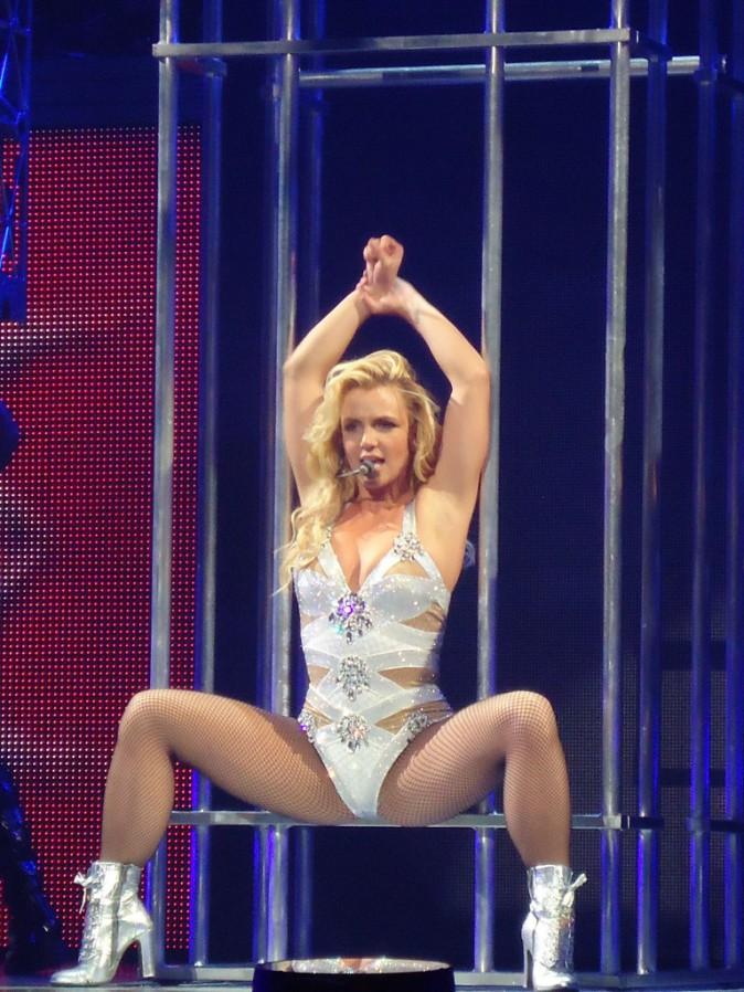 Britney Spears sur scène lors du Femme Fatale Tour à San Diego le 11 mai 2011