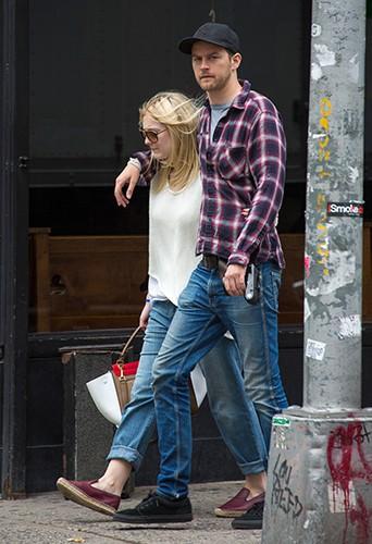 Dakota Fanning et Jamie Strachan à New York le 19 juin 2014