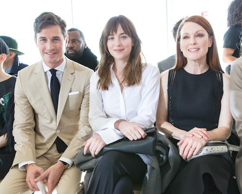 Photos : Dakota Johnson et Julianne Moore : l'élégance stricte chez Hugo Boss !