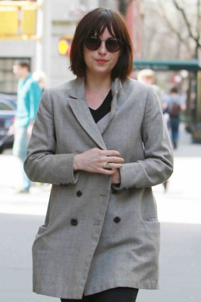Dakota Johnson : fini les cheveux longs, elle passe au carré court !