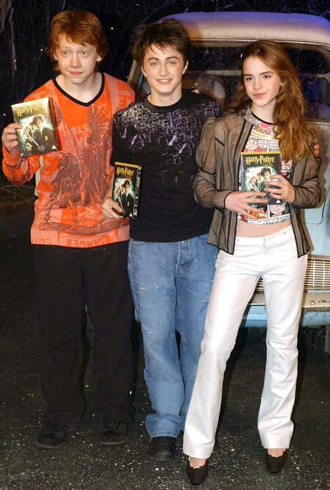 Photos : Emma, Daniel et Rupert en 2003 pour la sortie en DVD de Harry Potter et la Chambre des secrets...